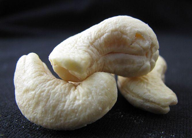 cashew-nuts-89103__480